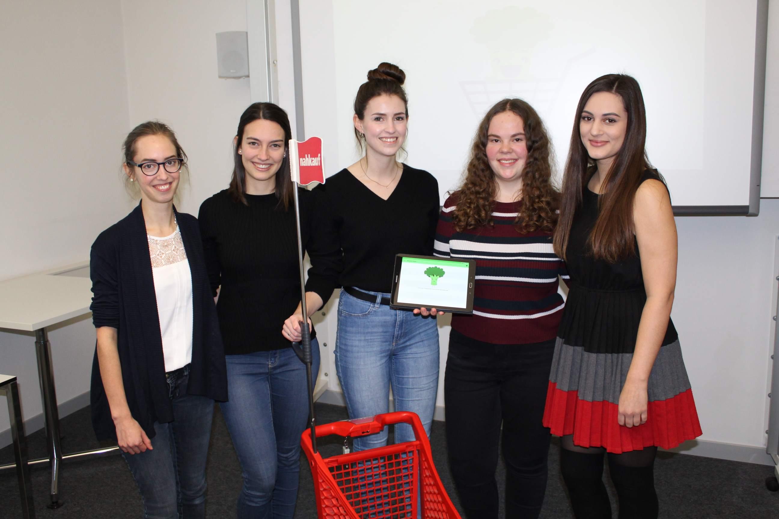Sophia, Anja, Therese, Selina und Elise hatten immer viel Freude beim Programmieren